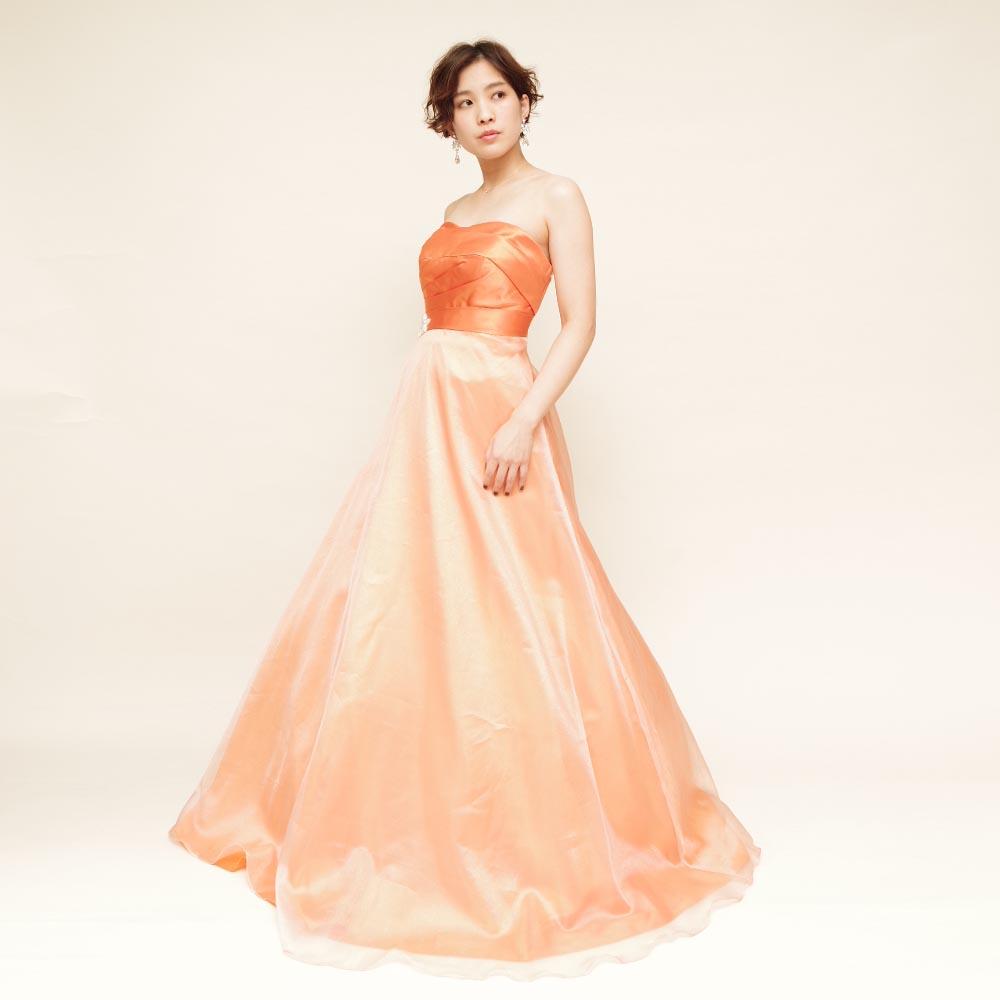 夏の演奏会にピッタリ!元気なオレンジカラーが眩しいボリュームロングドレス