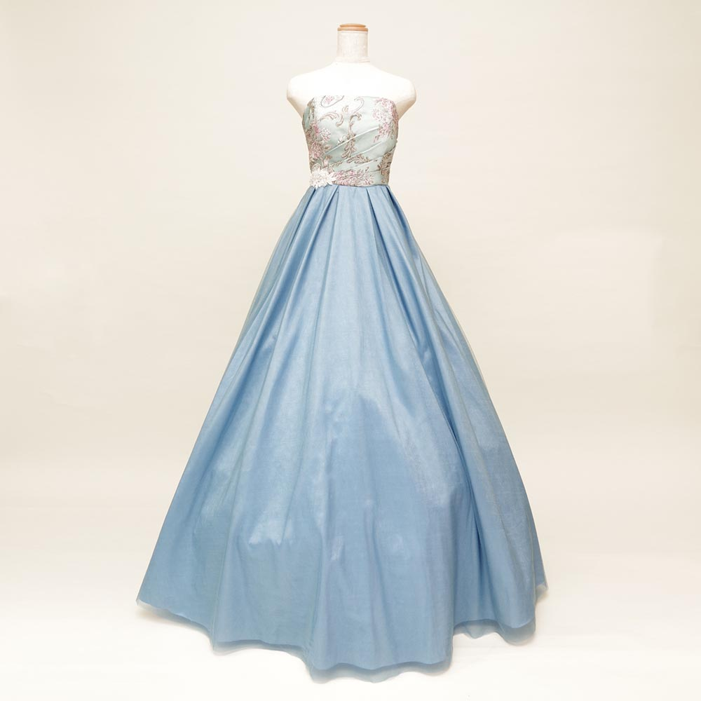 胸元花柄×ふんわりボリュームスカートのメルヘンチックな雰囲気のライトブルーのロングドレス