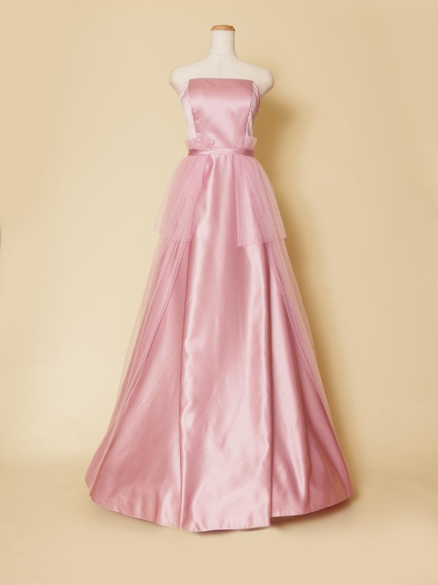 エンパイアラインのピンクカラーが甘い雰囲気を醸し出したロングドレス