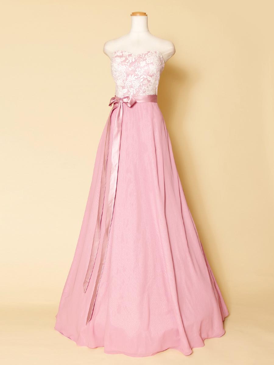 リボンの結び目をアレンジできちゃう!白の胸元レースがキュートなピンクカラーロングドレス