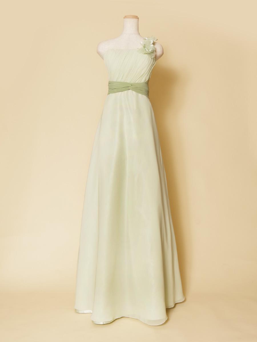 爽やかなパステルグリーンのフラワーモチーフワンショルダードレス