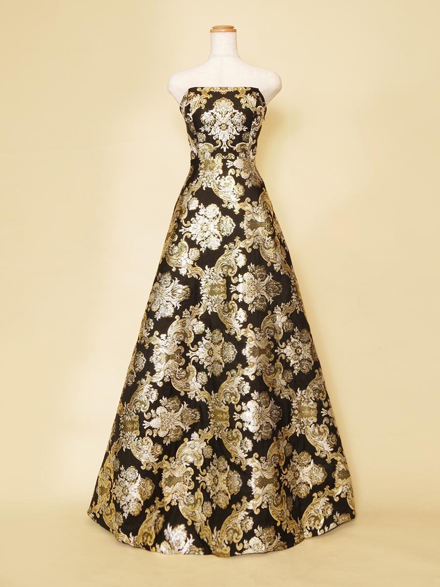 オペラの衣装にも最適な豪華絢爛なゴールドブラックの刺繍ロングドレス