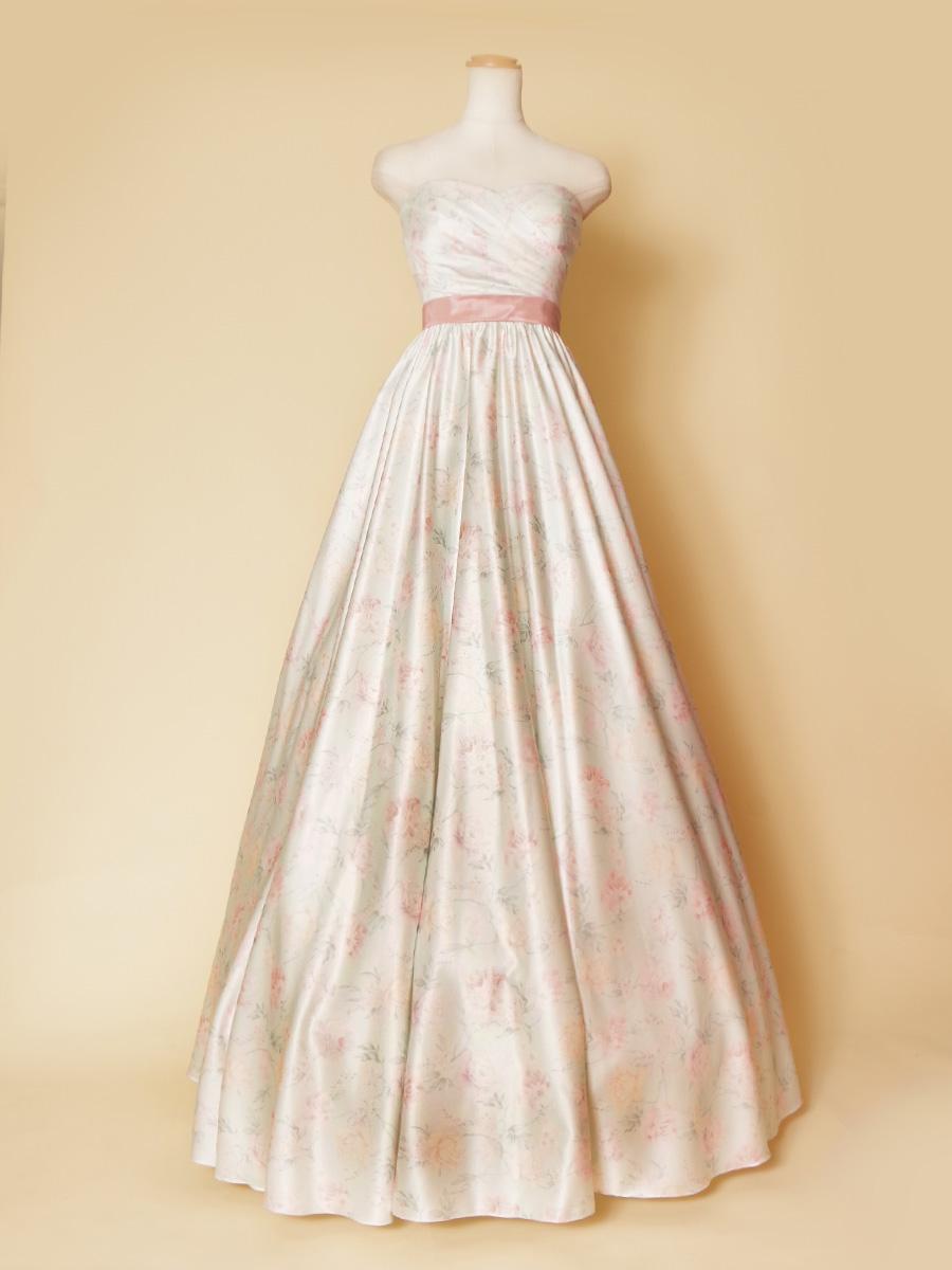 薄っすらとしたソフトなピンクとミントグリーンを使った結婚式にも最適なプリンセスドレス