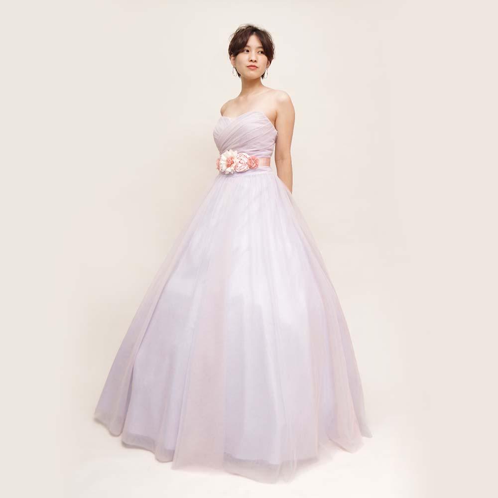 立体的なウエストフラワーが印象的なパステルパープルカラーのロングドレス