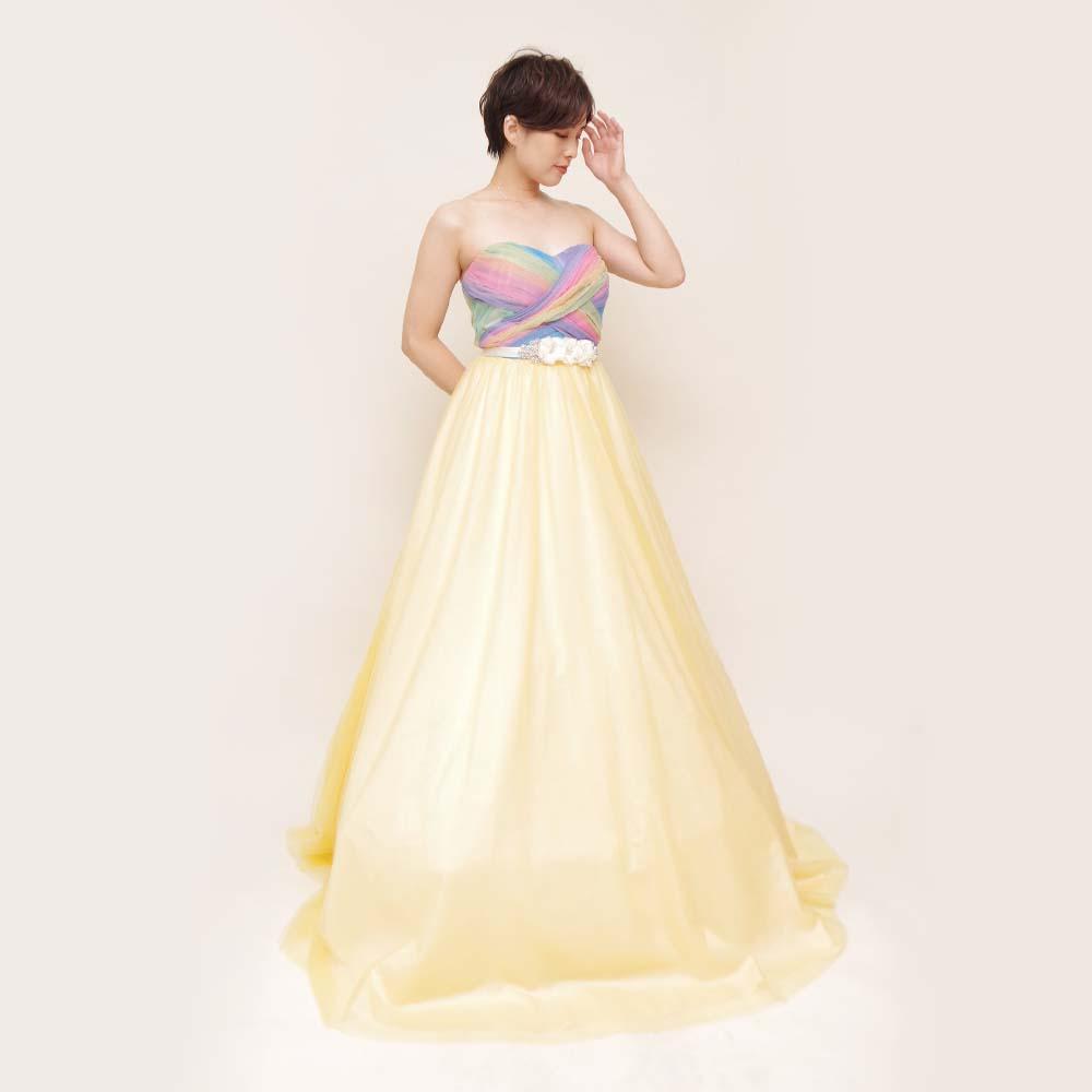 胸元レインボーデザインとスカートのイエローを組み合わせた子供向け演奏会に最適なロングドレス