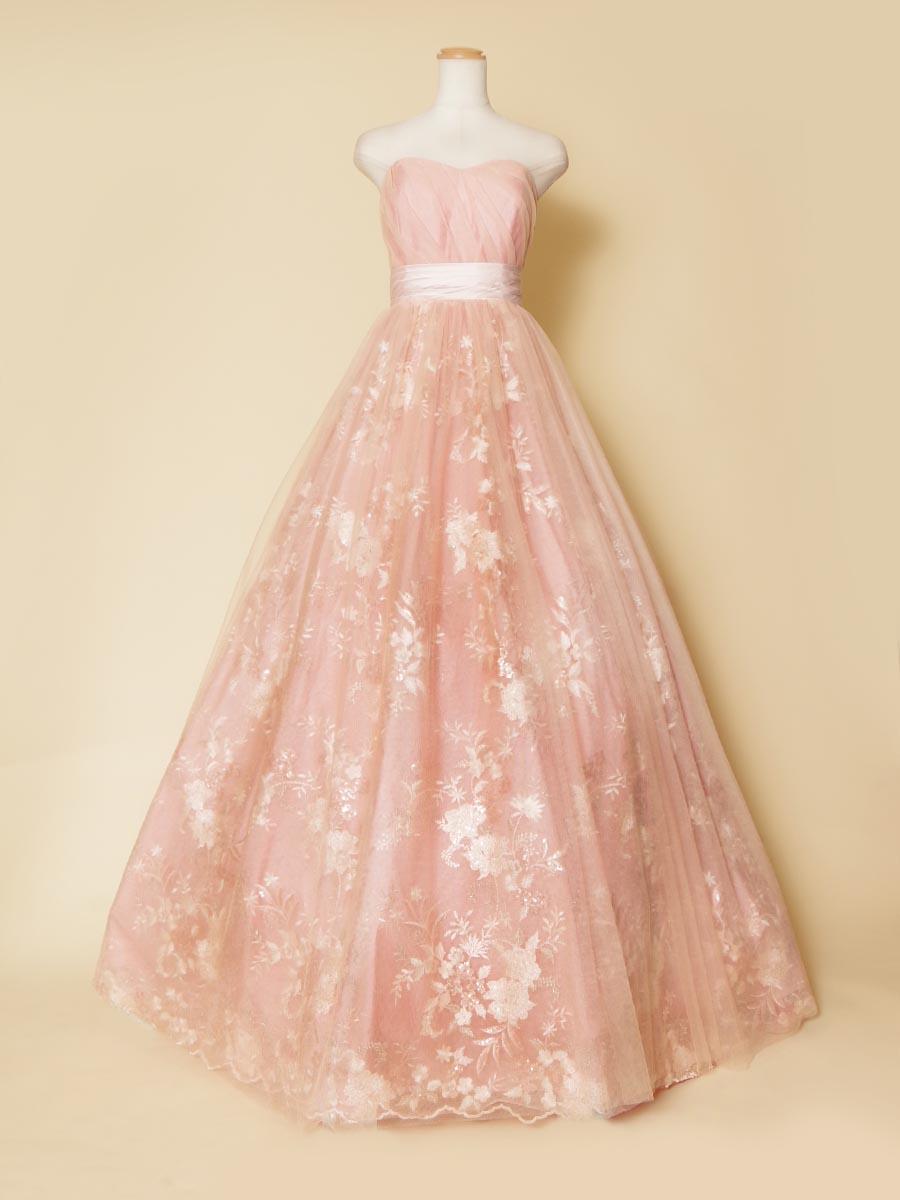 豪華なスカート刺繍が高級感を感じさせるピンクカラーのプリンセスボリュームドレス