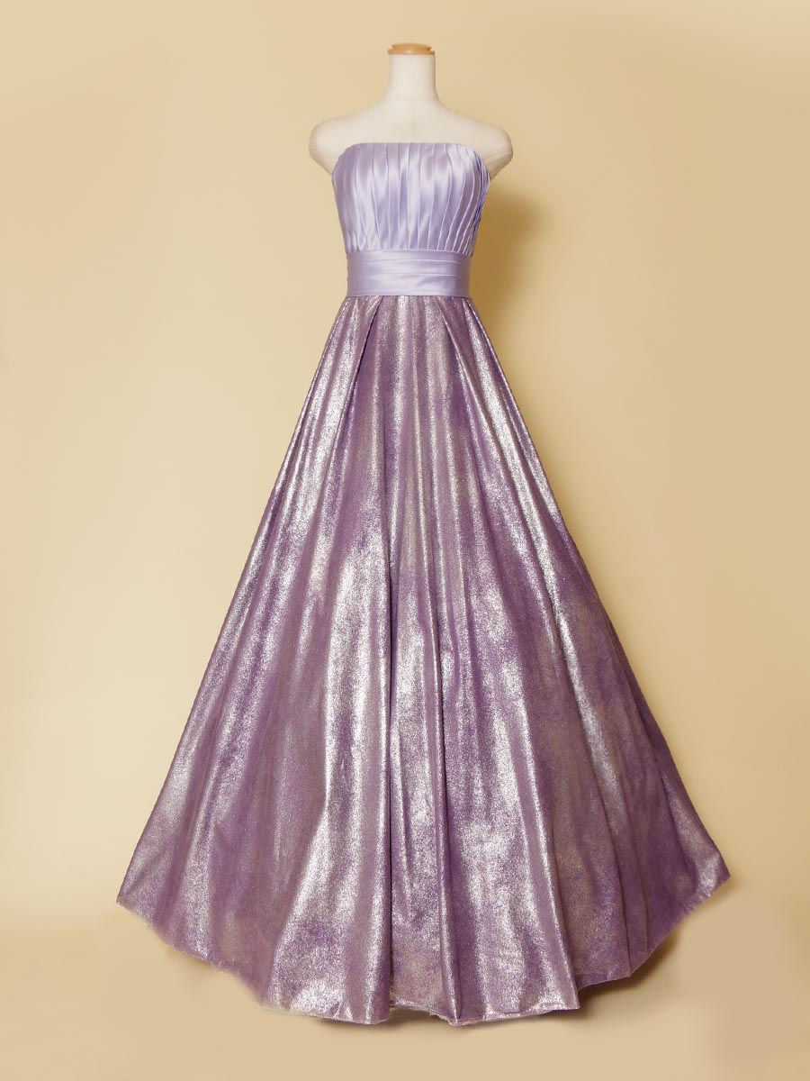 ツヤツヤな光沢感を持った胸元ボリュームシルエットのパープルカラードレス