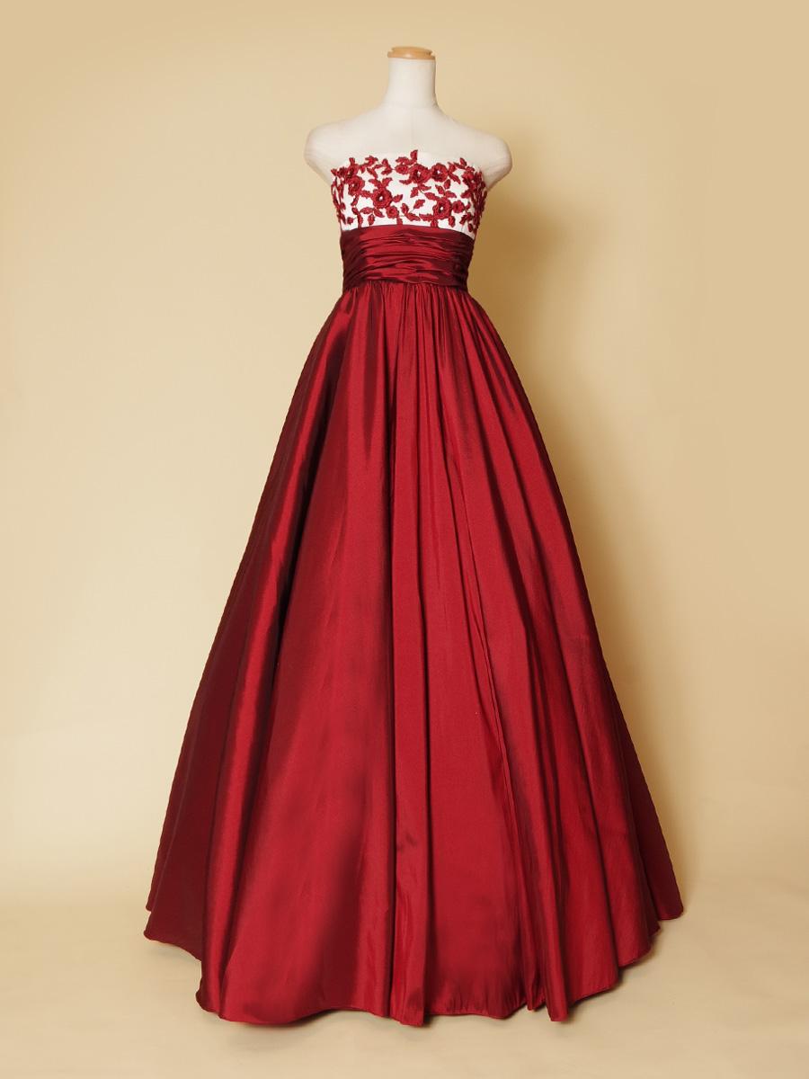 真紅の発色の良いレッドカラーが美しい胸元花柄刺繍のステージ向けカラードレス
