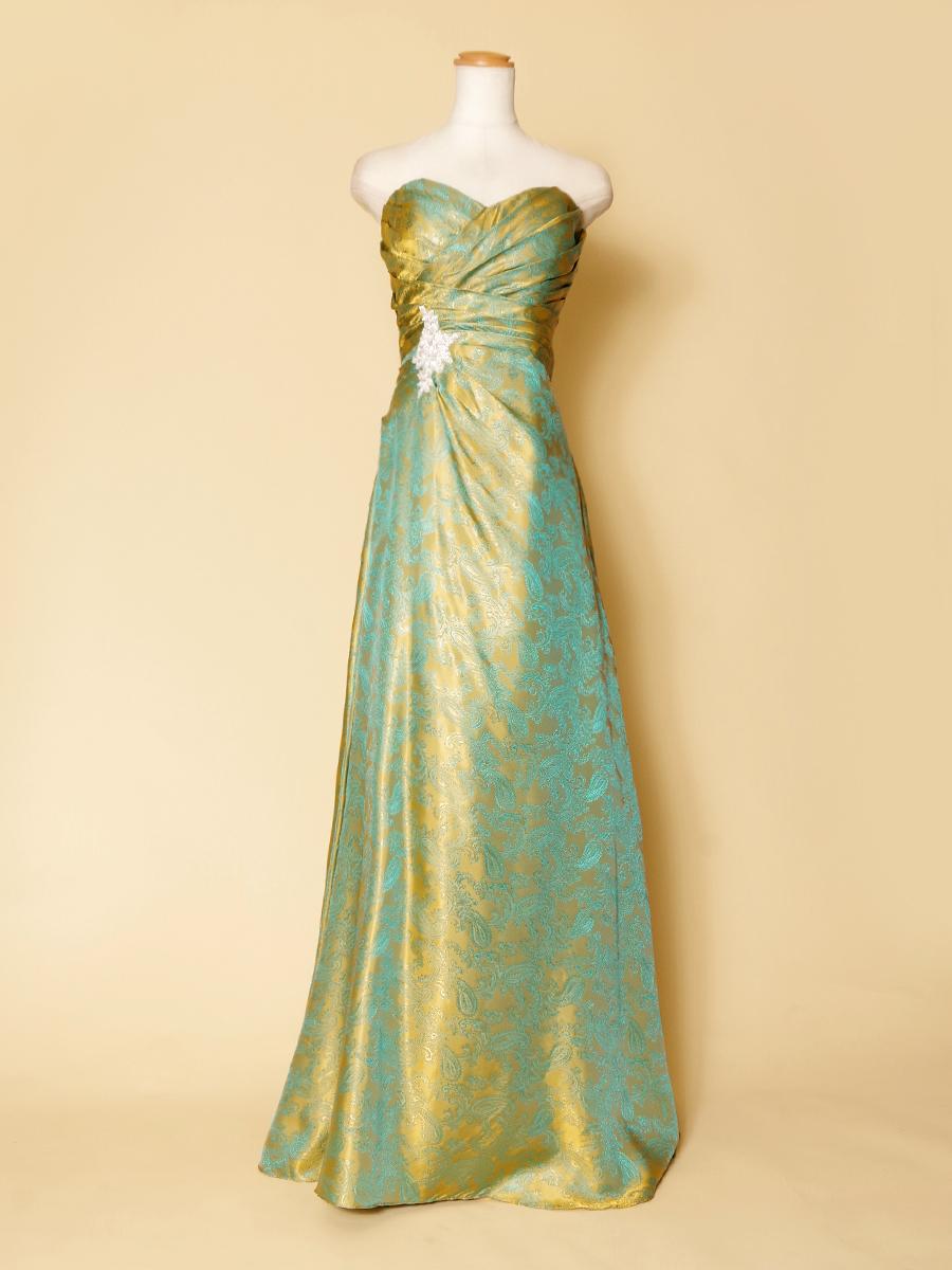 グリーンとイエローの相性の良い2色を使ったペイズリー柄のスレンダーロングドレス