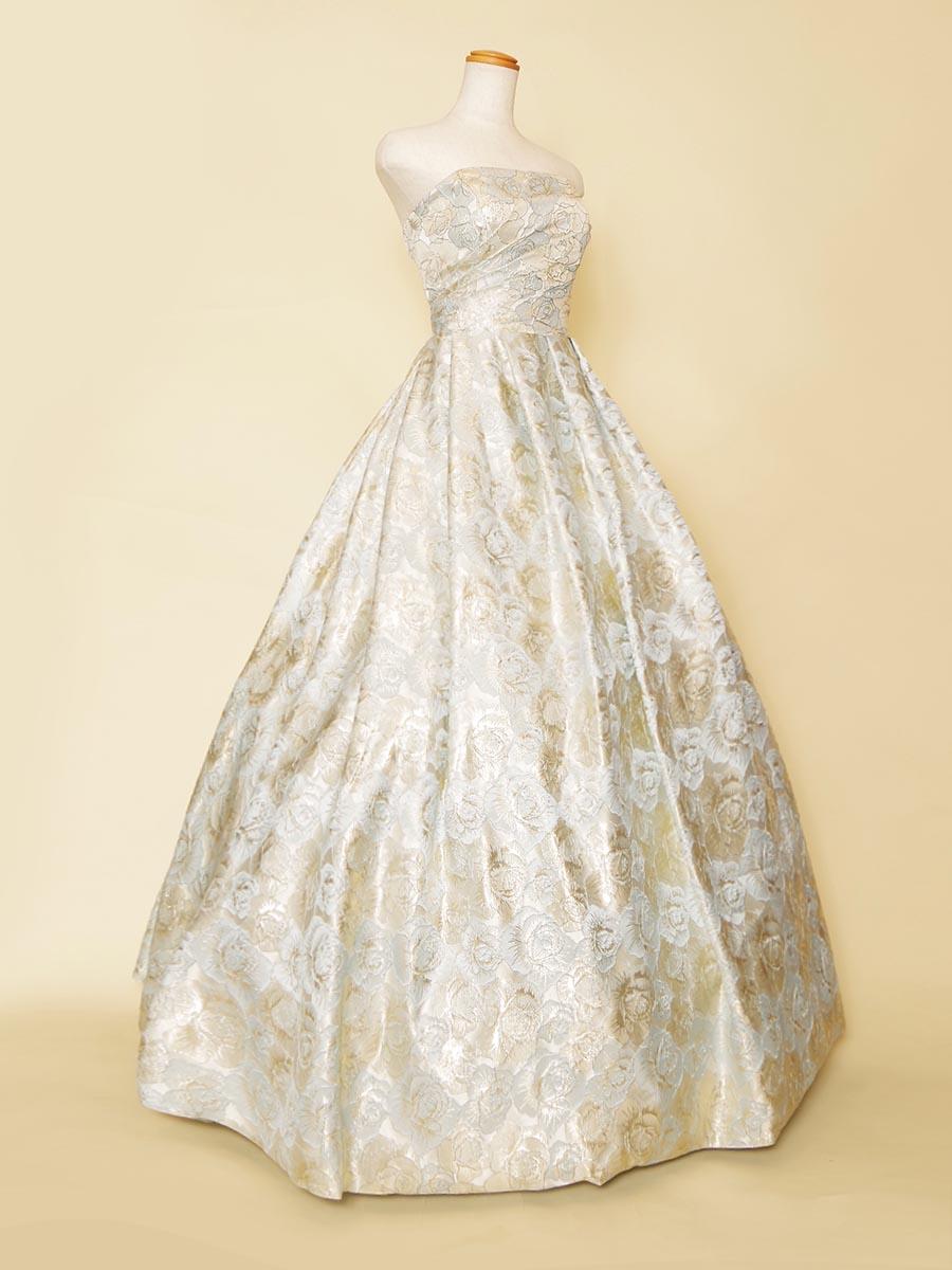 淡いラベンダーブルーが清清しい美しさを持ったジャガード素材を贅沢に使用したプリンセスラインドレス