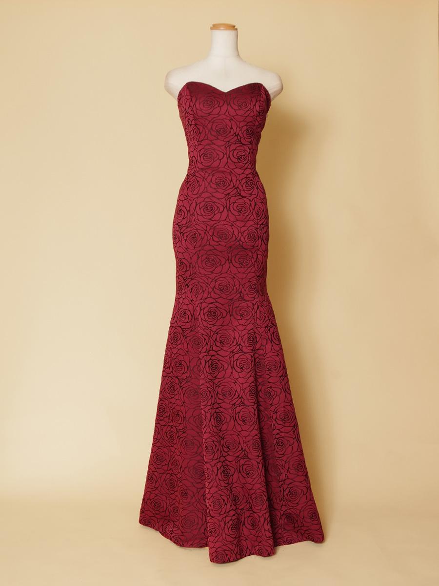 バラのお花刺繍生地を全体に使用したローズレッドのマーメイドラインステージドレス