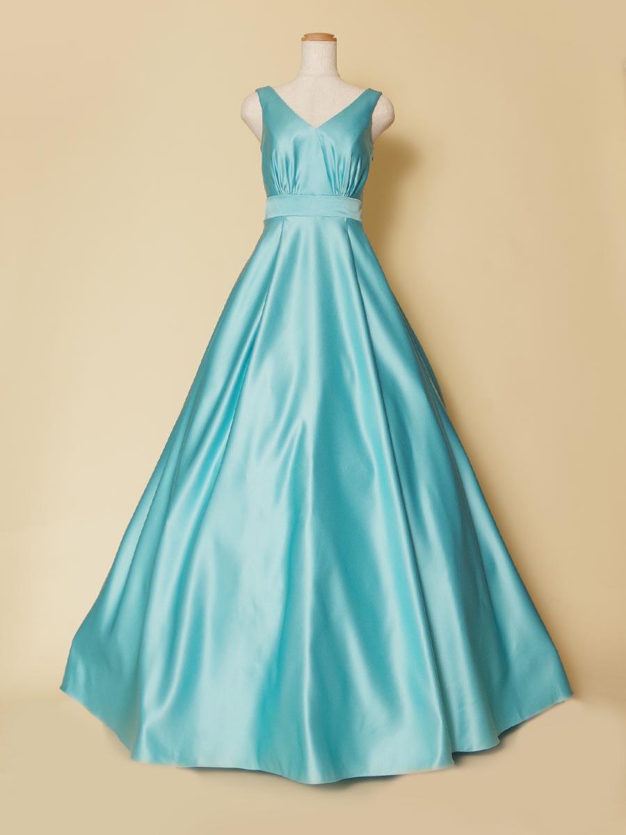 サテン生地の光沢感がとても美しいスカイブルーカラーの袖付ロングドレス