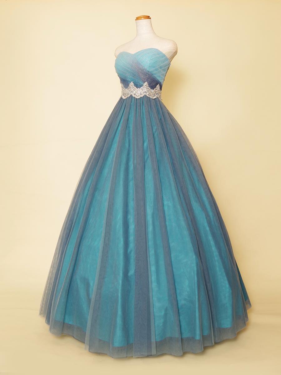 クラシカルなウエストモチーフベルトが高級感を感じさせる幻想的な輝きを持ったブルーロングドレス