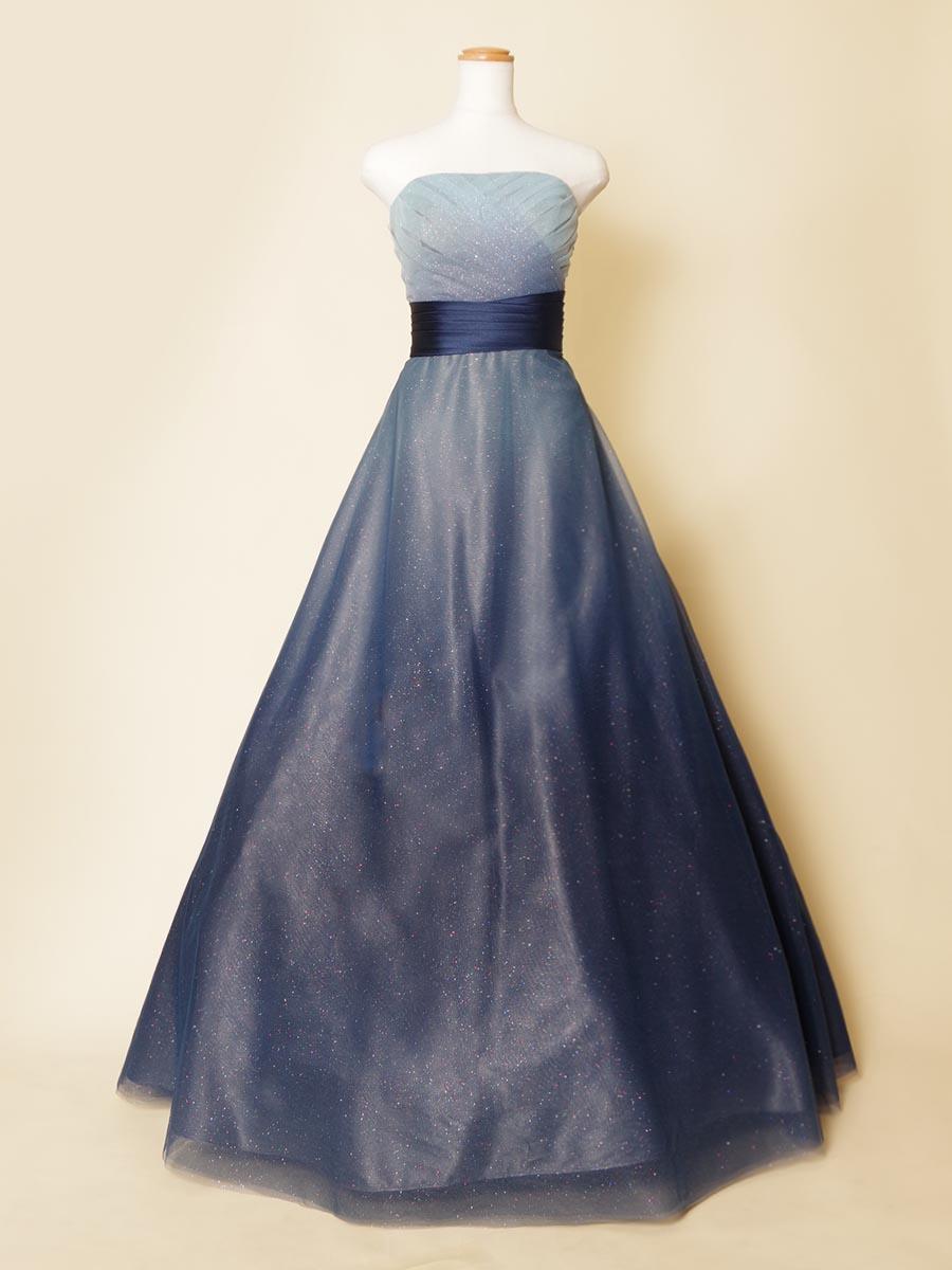 ネイビーカラーをベースにした七色グリッターを使用した幻想的な夜空のようなカラードレス
