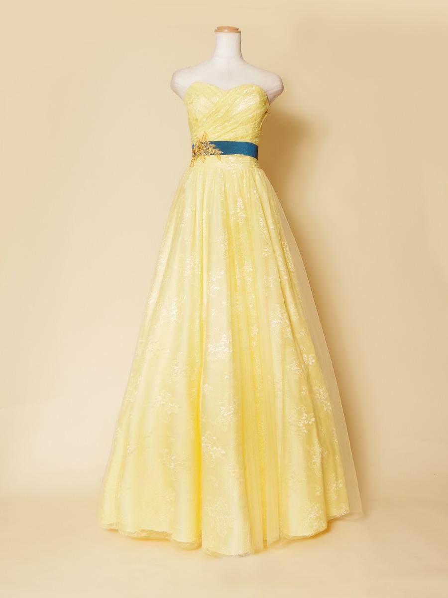 エレガントなイエローレースをたっぷり使ったビビッドカラーのボリュームドレス