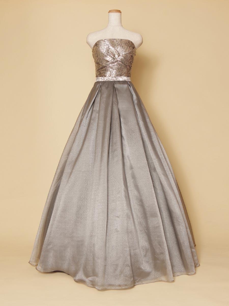 ジャガード織りで豪華絢爛!光沢感たっぷりのボリュームオーガンジードレス