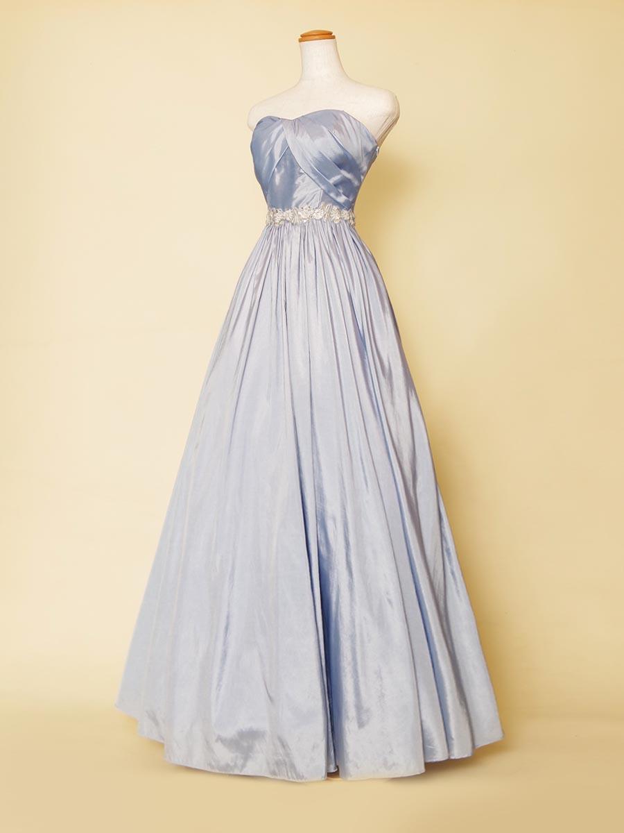 シンプルなのに質感が美しいタフタ素材の軽やかAラインシルエットドレス