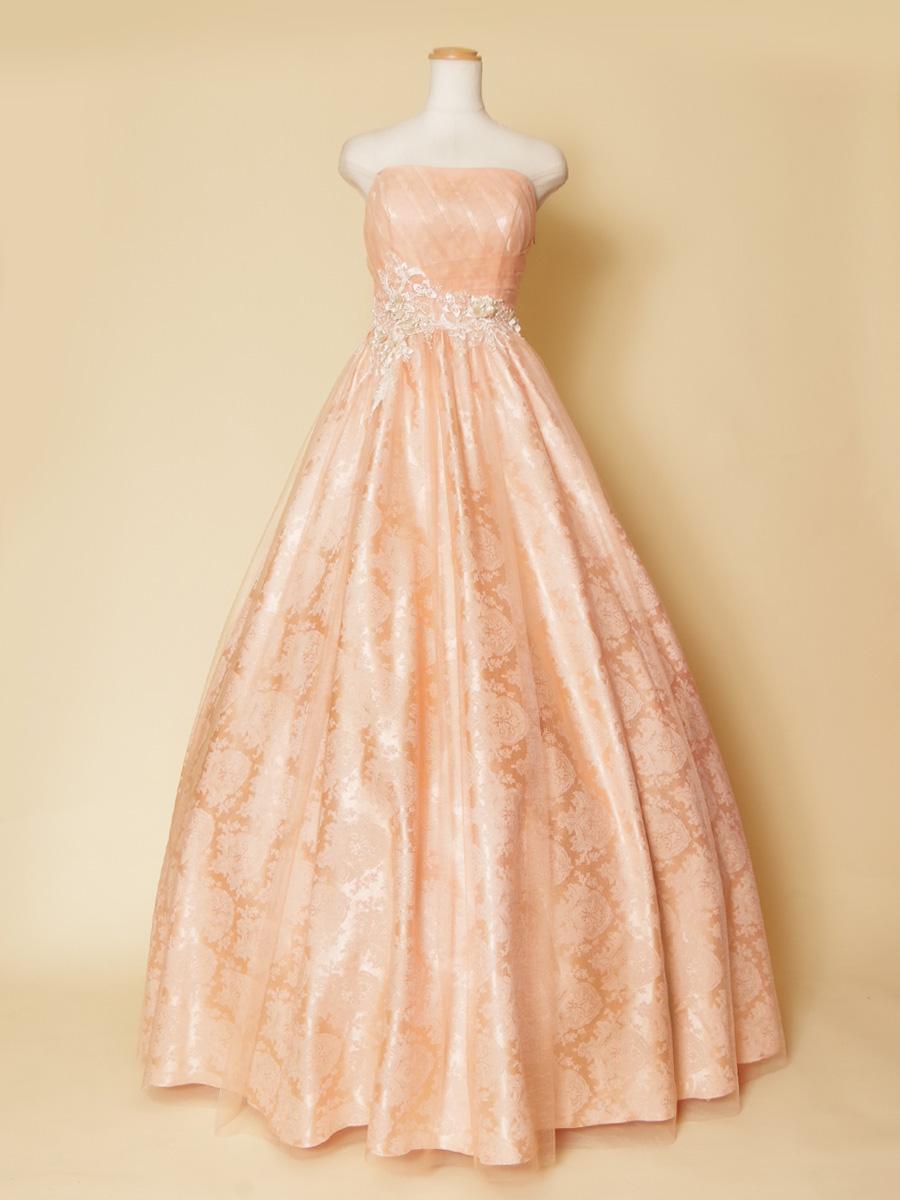 パステルプリンセスピンクカラーのクラシック柄を全体に使用した甘い印象のステージドレス