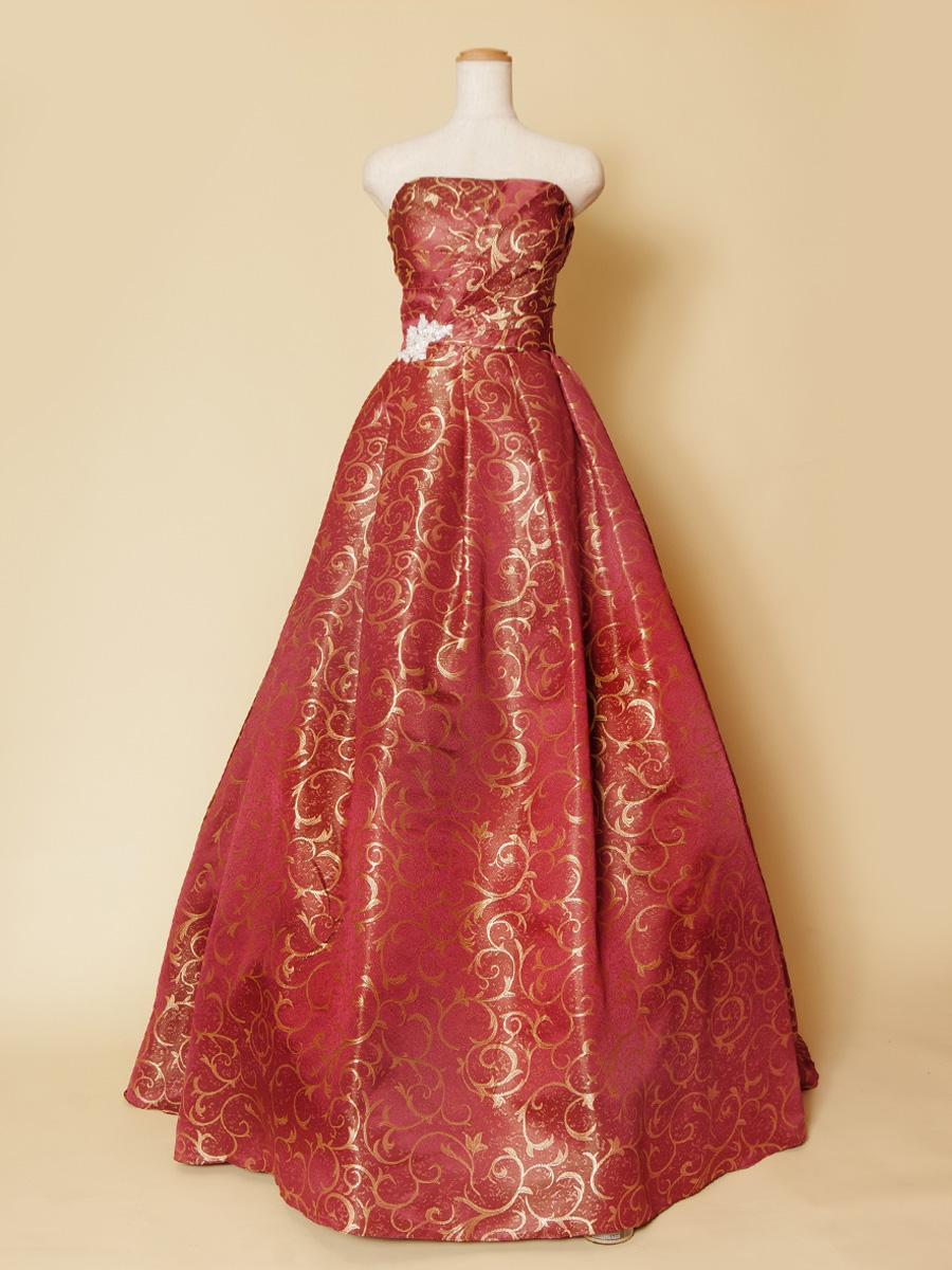 豪華で美しいワインレッドとゴールドの組み合わせが高級感を感じさせる演奏会ロングドレス