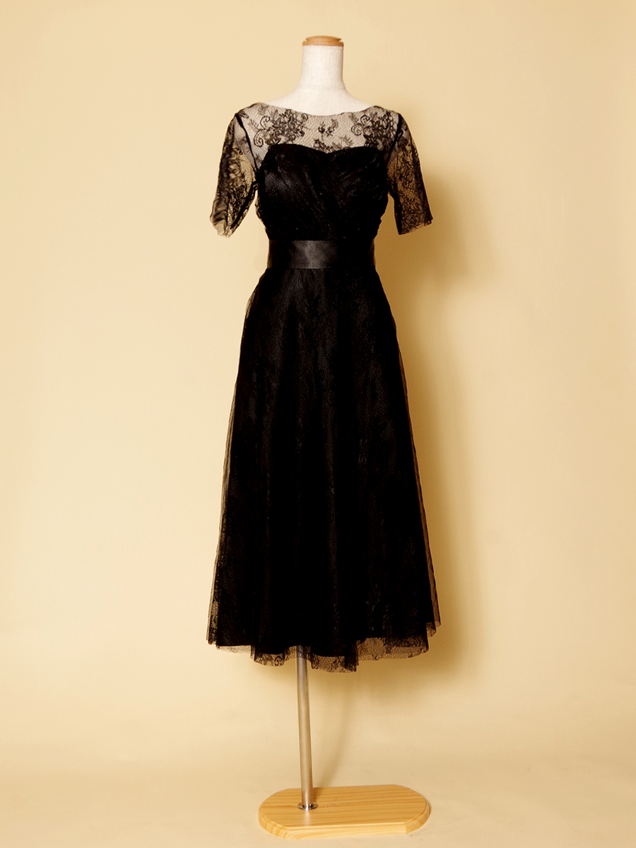 袖付きブラックカラーのパーティーシーンに最適なお呼ばれミモレ丈ショートドレス