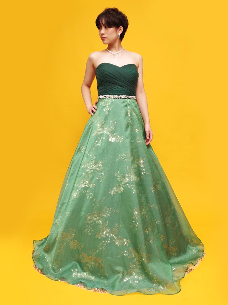 ダークグリーンのトップに淡いオーガンジーと煌びやかな素材を使用したスカートを組み合わせた演奏会ドレス