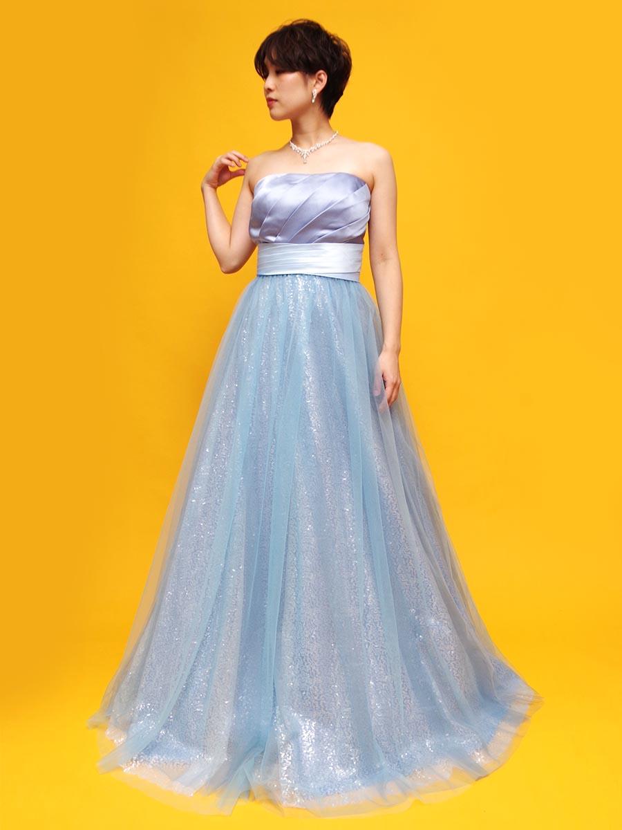 流れる水のような煌びやかな美しさを持ったグリッターを使用したスカイブルーロングドレス