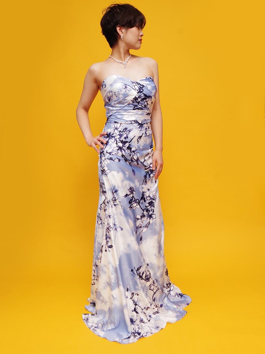 淡いブルーとグレーの花柄プリント生地を使用したミスコンテストの衣装に最適なマーメイドラインロングドレス