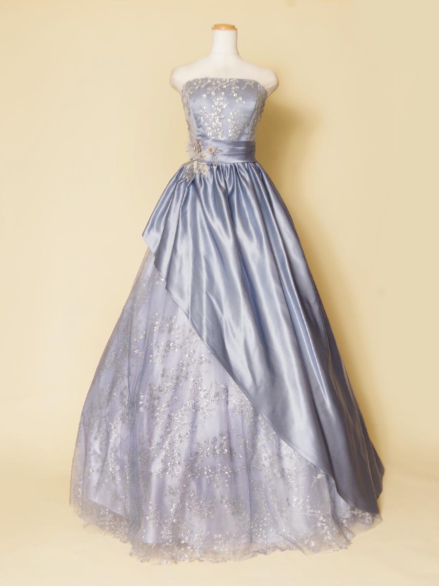 ラベンダーブルーカラーのとっても豪華な斜めカットスカートデザインのゴージャス演奏会ドレス