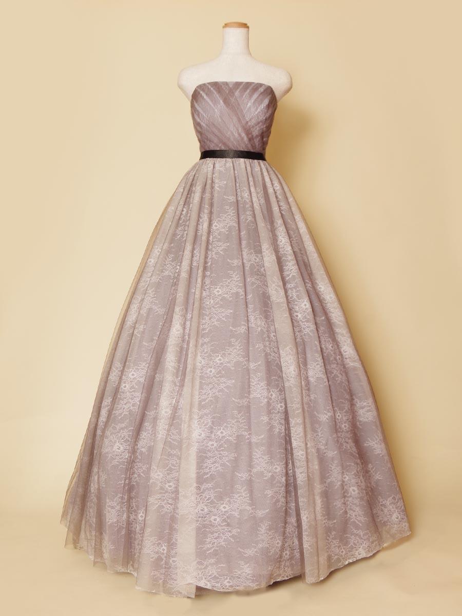 グレーパープルのスカートにレース生地をふんだんに使用したボリュームカラードレス