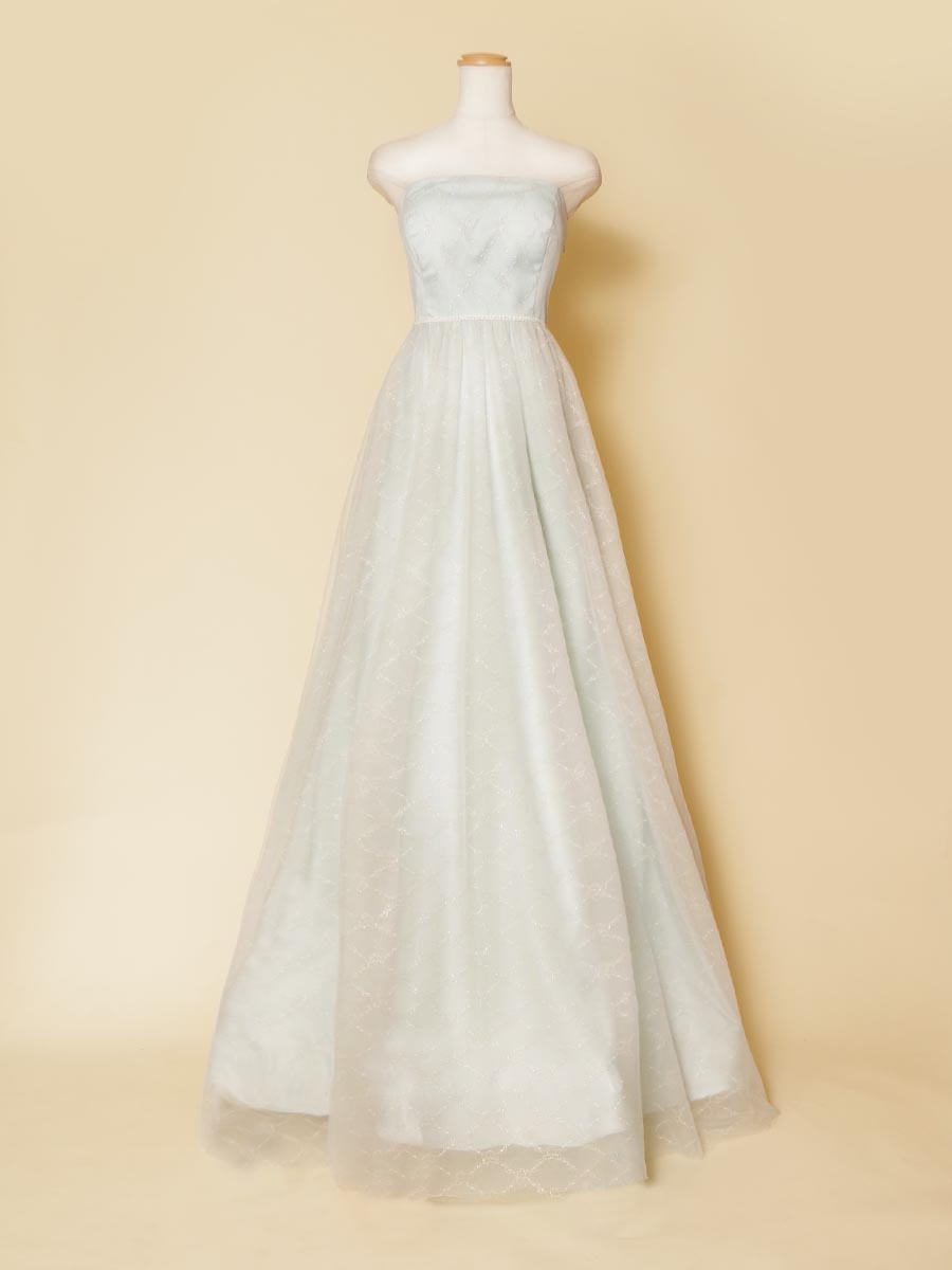 透明感のあるパステルブルーのチェーンモチーフの刺繍生地のカラードレス
