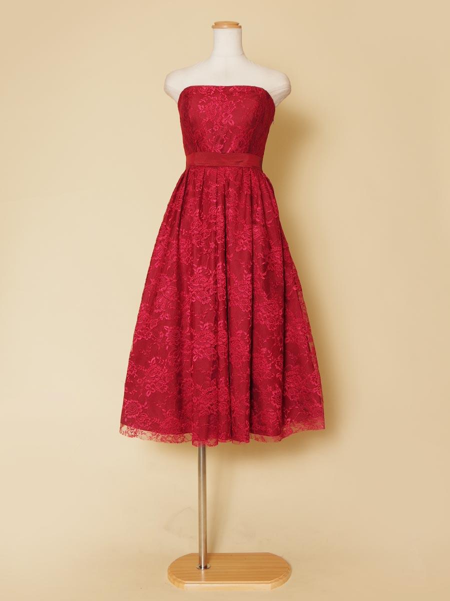 大人っぽい雰囲気の明るさを表現できるレッドカラー総レースミモレ丈パーティドレス