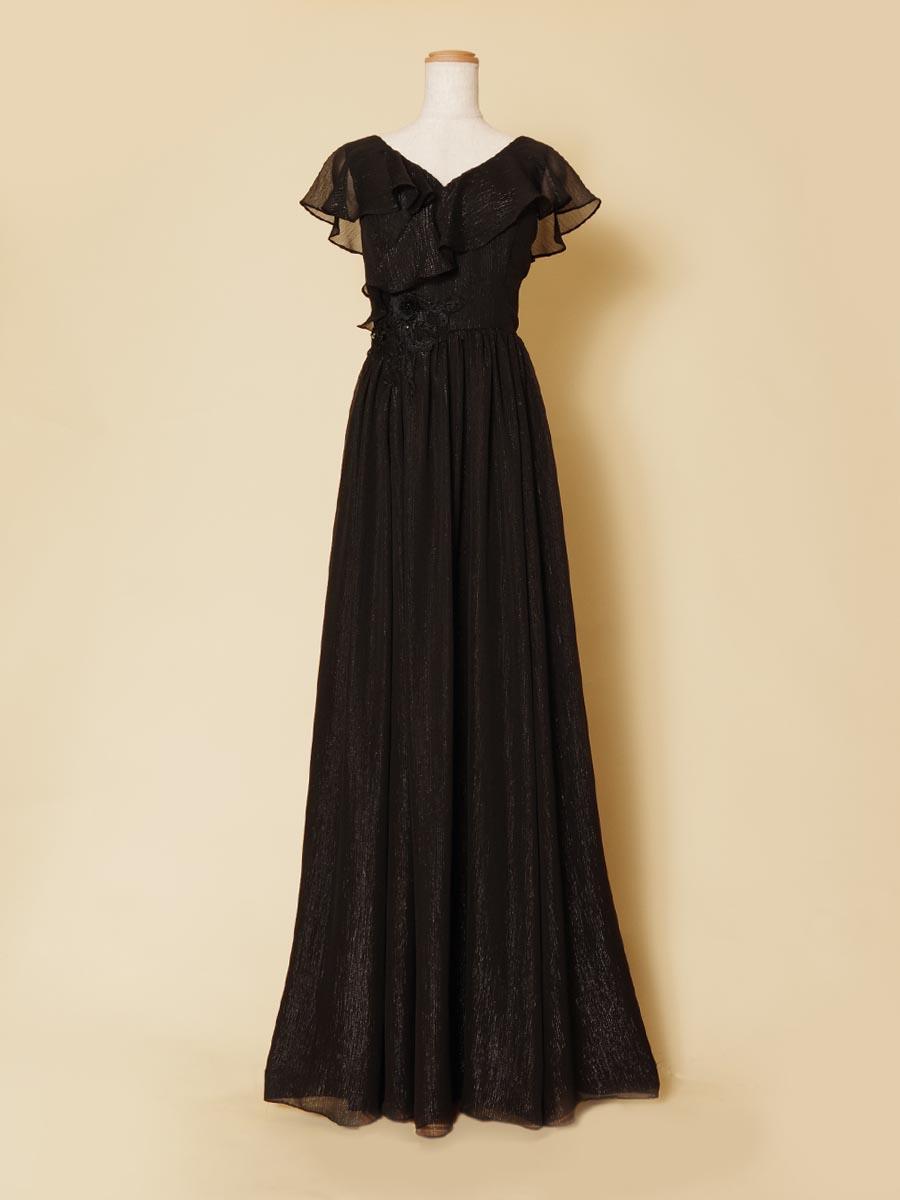 ピアニストの演奏のしやすさを考慮して作られたフリフリ肩袖ブラックドレス