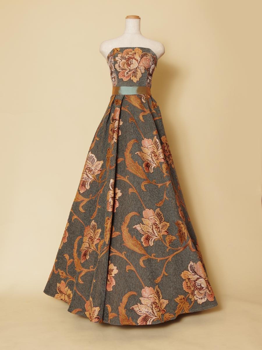 ダスティーオレンジカラーの花柄刺繍生地がクラシカルでオシャレなステージロングドレス