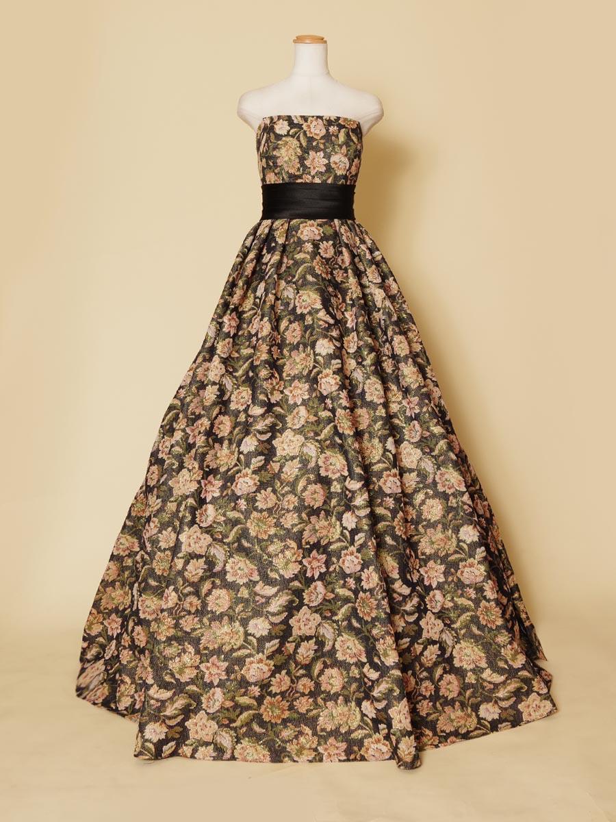 ブリティッシュ調のフラワー織り込み生地のブラックベースカラードレス