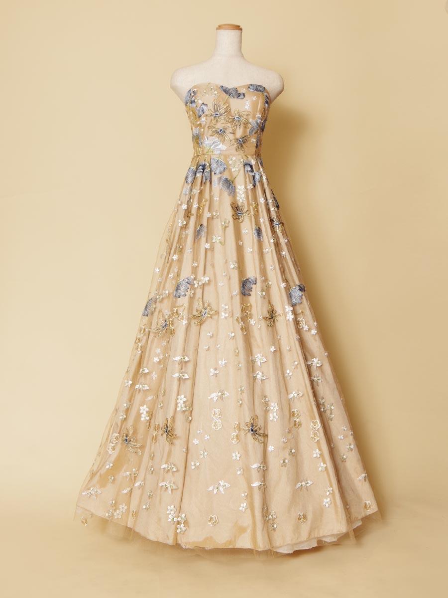 オレンジカラーベースのドレス地にブルーのフラワー刺繍を優しく重ね合わせたオシャレな演奏会ロングドレス