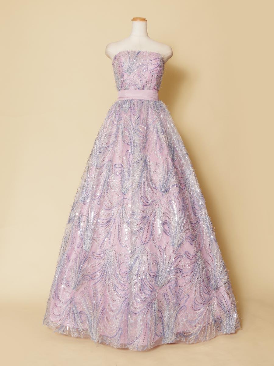 総スパンコールの反射が美しいパステルパープルカラーのキュートで豪華なステージドレス