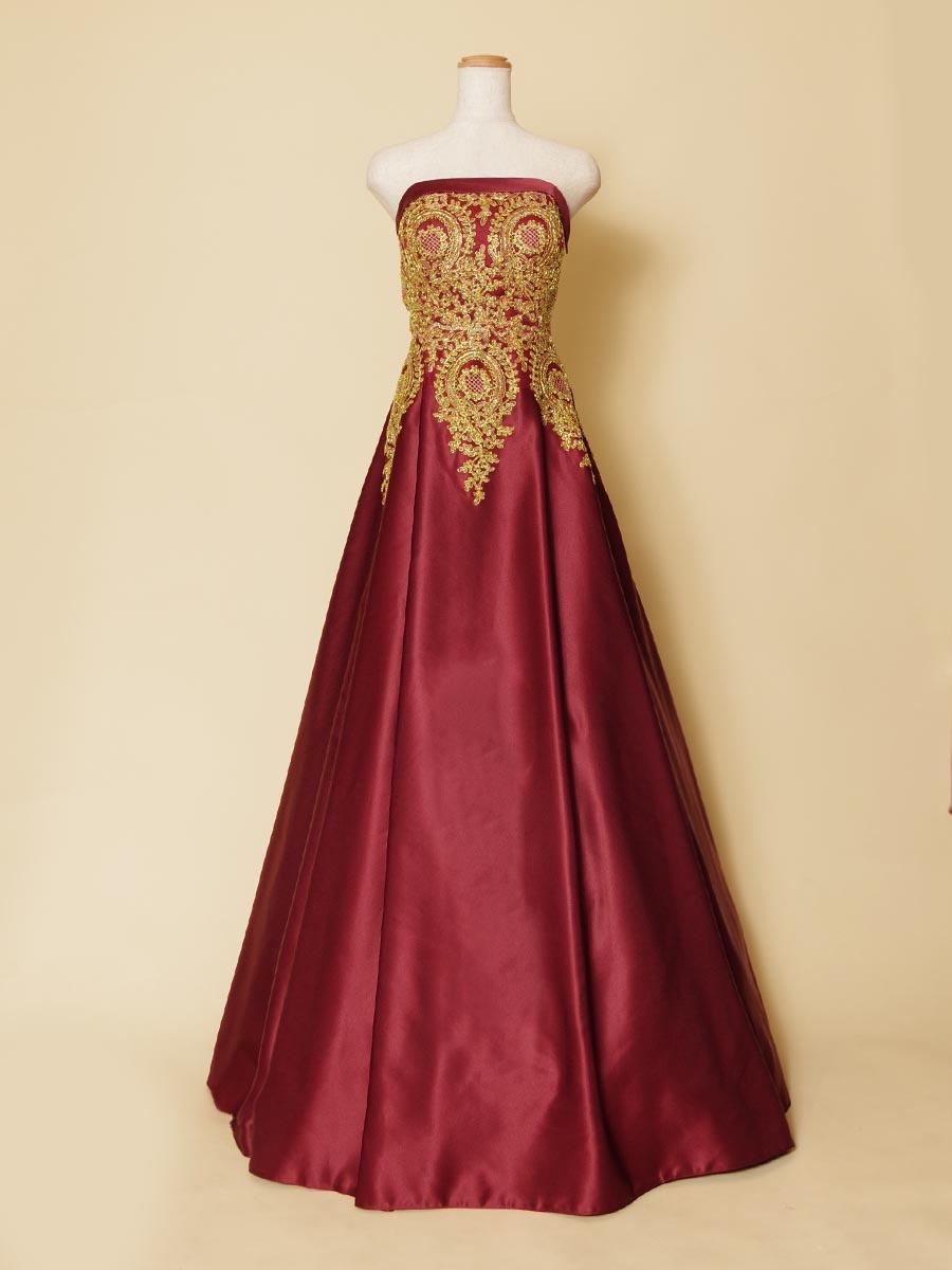 鮮やかなワインレッドにゴールド刺繍をトップに重ねたAラインシルエットのステージドレス