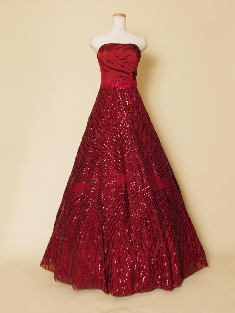 ひし形状にデザインされたワインレッドのスパンコールが輝きと大人っぽさを表現した深みのあるキラキラカラードレス