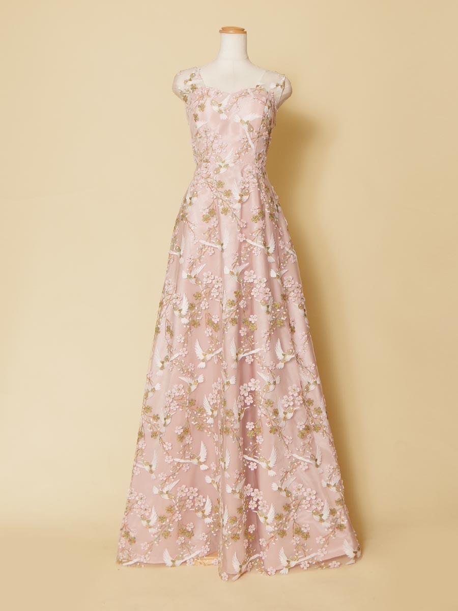 桜の木花とうぐいすの刺繍デザインを施した和柄テイストの袖付ピンクカラードレス
