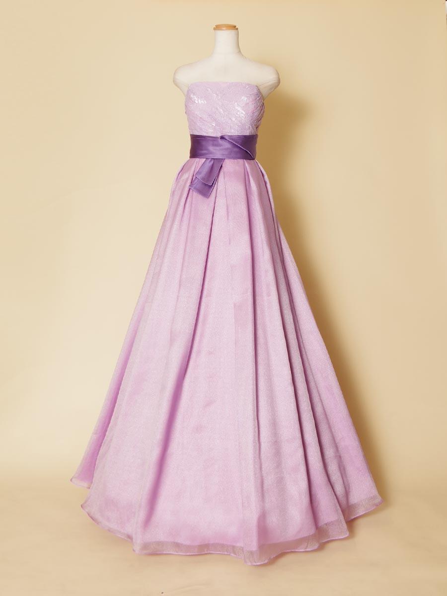 ライトパープルカラーに濃い紫の色合いのリボンデザインをアクセントに加えた演奏会ドレス