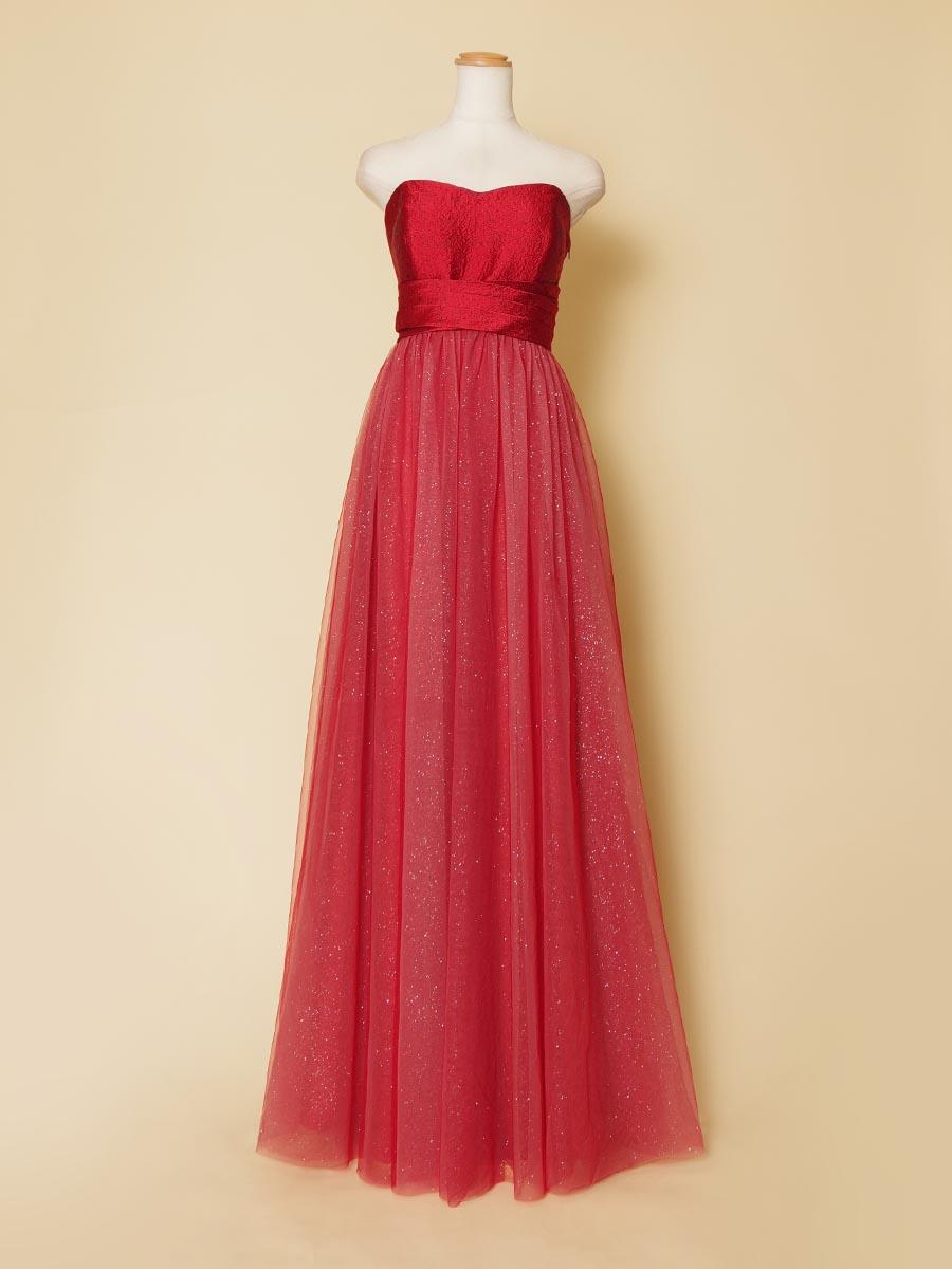 レッドカラーのキラキラチュールの輝きがステージに映える演奏会向けロングドレス