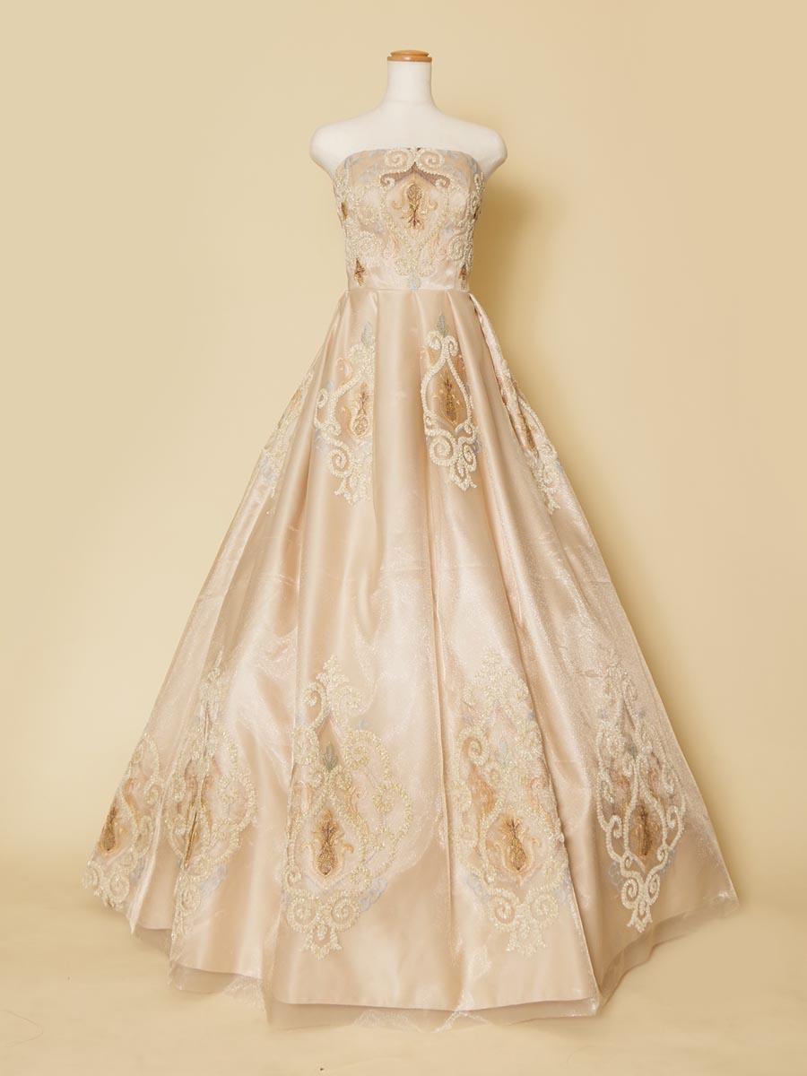 リサイタルコンサートやオペラの衣装に適したクラシカルレースデザインのアイボリーロングドレス