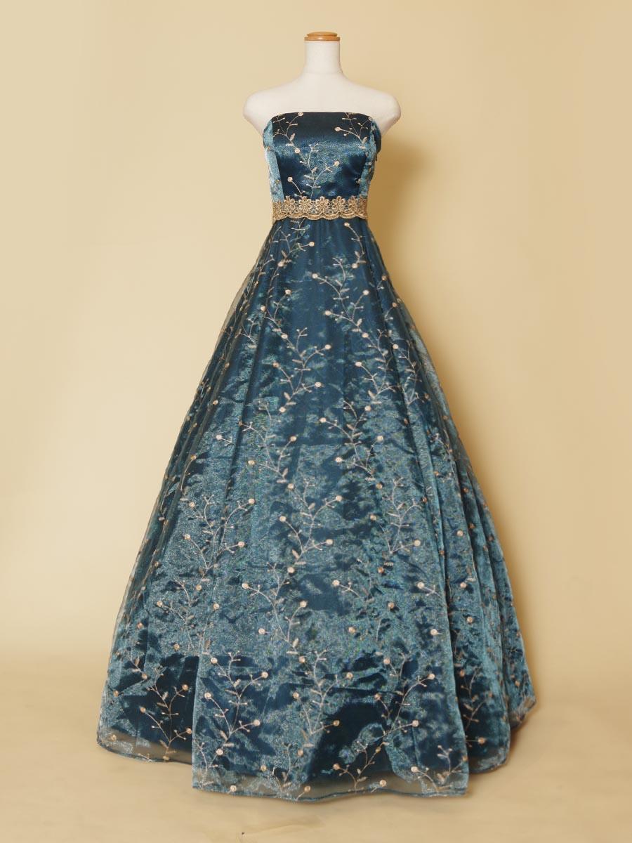 ネイビーオーガンジーにゴールドの草花刺繍を施した大人っぽいエレガントな印象の演奏会ドレス