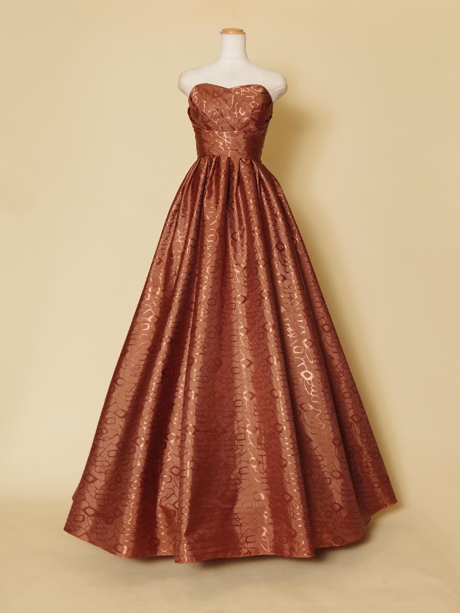 ブロンズカラーの光沢感の強いハリのある生地を使用した演奏会ロングドレス