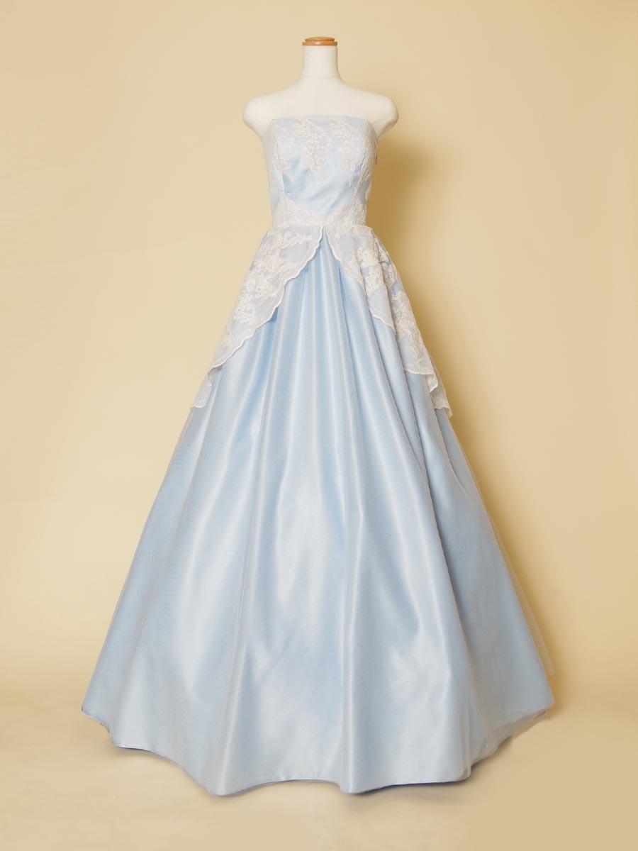 爽やかに透き通るパステルブルーのサテンにホワイトクラシカルレースを優しく重ね合わせたプリンセスロングドレス