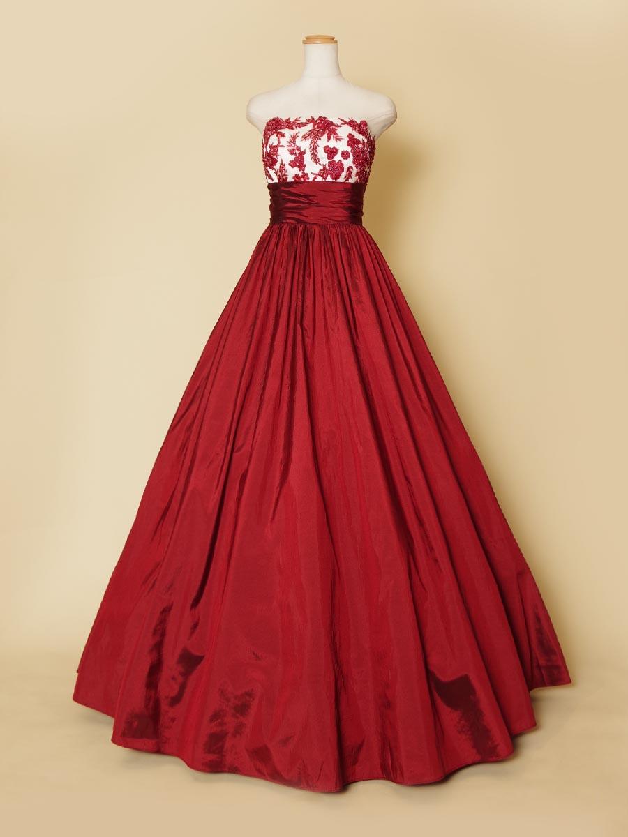 ビーズ細工と刺繍で作られた胸元デザインが目を引く大人なワインレッドカラーのステージロングドレス