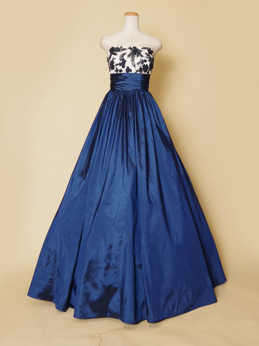 ネイビーカラーのタフタの質感が美しい胸元ビーズ&花柄刺繍のボリュームドレス