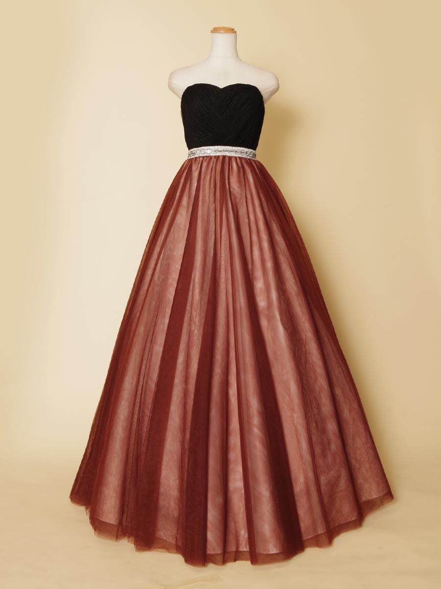 ブラウンチュールとホワイトの下地の組み合わせがブロンズカラーを表現した大人っぽいステージドレス