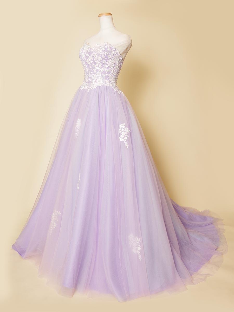 ロングトレーンデザインのパステルパープルにホワイトの細かな刺繍デザインを施したゴージャスロングドレス
