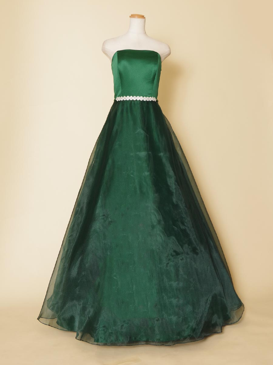 ディープグリーンにひし形シルバーのラインストーンをアクセントに加えた大人なステージドレス